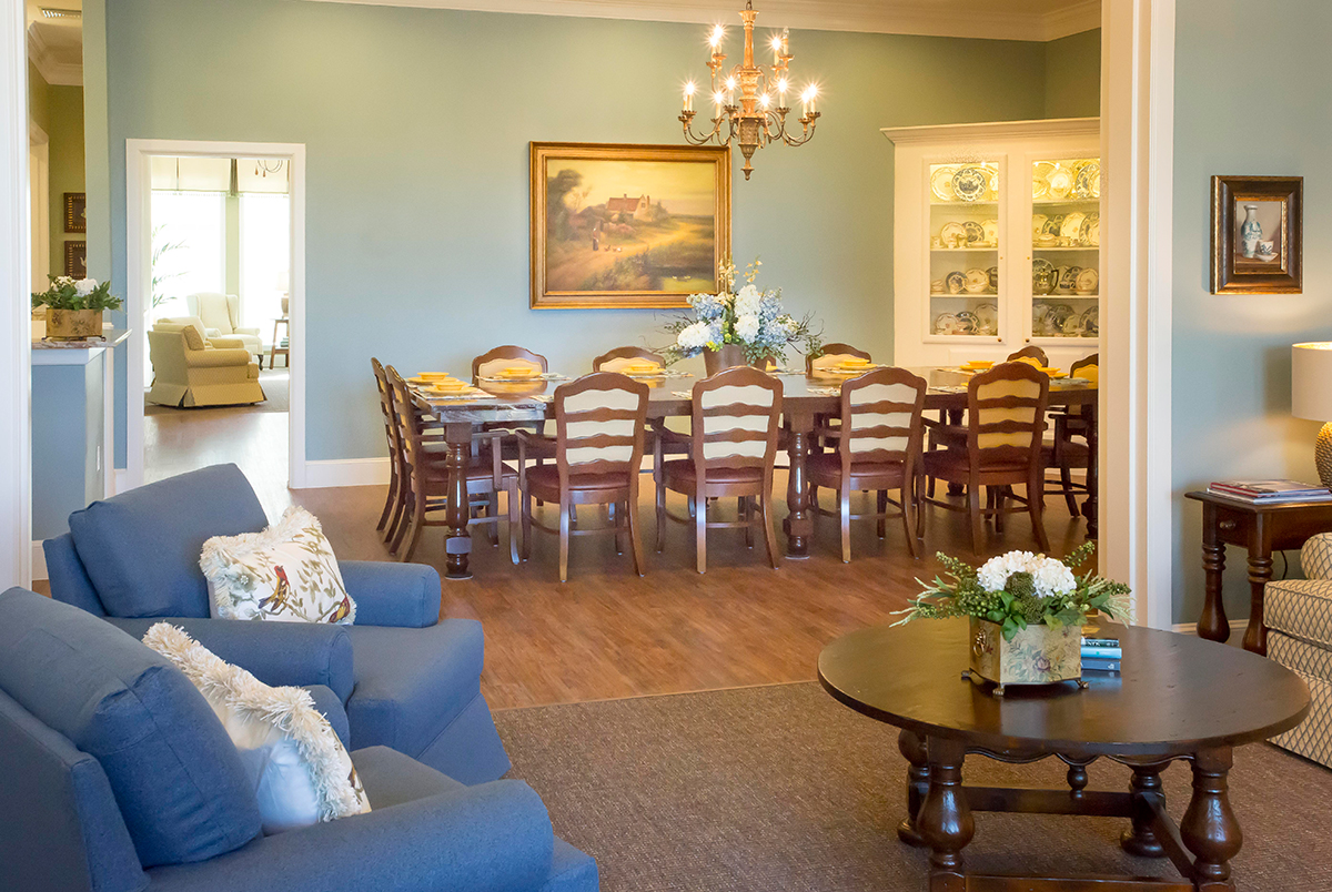 Memory care home facility dallas dementia assisted for Dining room operations